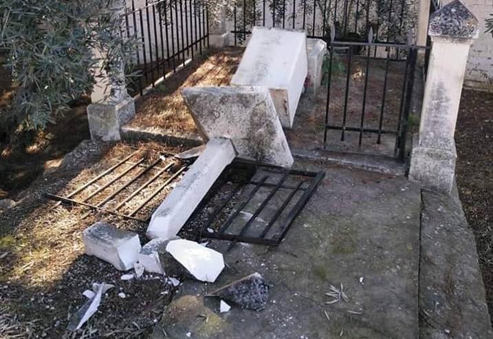 Así ha aparecido esta mañana la cruz en recuerdo de Antonio Baena Castellanos, asesinado a hachazos, en Julio de 1936 en la aldea de Puerto Alegre, en Puente Genil ¿Reconciliación y Ley de Memoria Histórica?