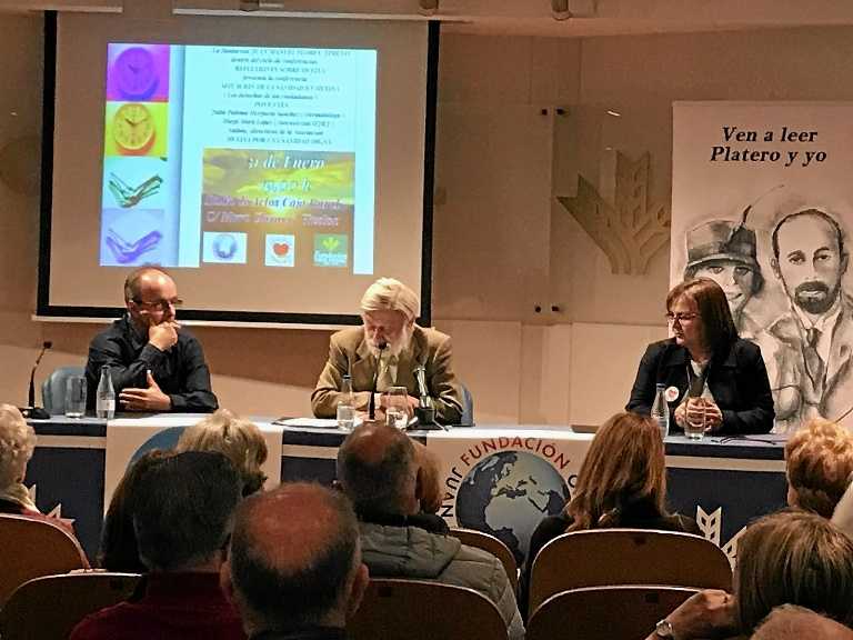 Conferencia de Huelva por una sanidad digna en la que denuncia las carencias sanitarias