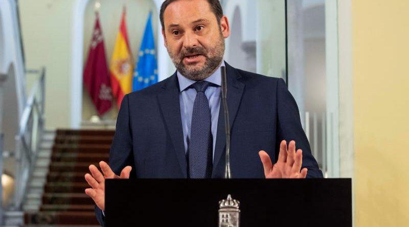 El ministro de Fomento, José Luis Ábalos, SUSPENSO