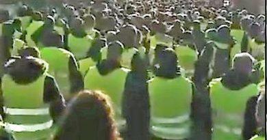 Es irónico ver a los taxistas llevar chalecos amarillos, emulando a los protestantes franceses
