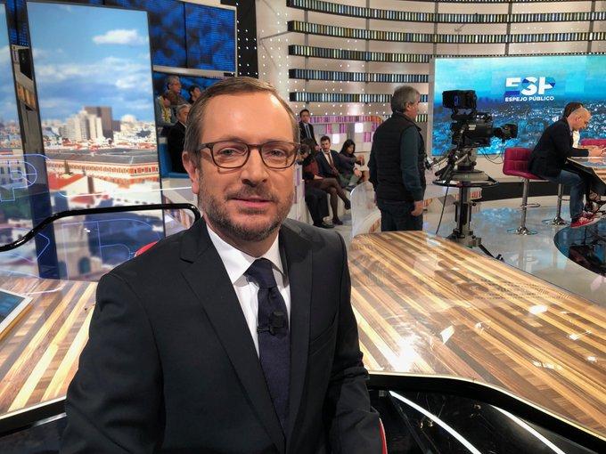Javier Maroto a punto de empezar la entrevista de Susana Griso en Espejo Público. 21 de enero
