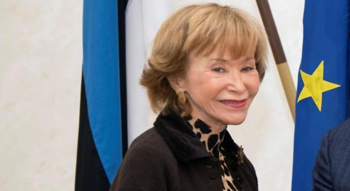 La presidenta del Consejo de Estado, María Teresa Fernández de la Vega, sorprendió  durante su visita oficial a Letonia con el rostro visiblemente cambiado