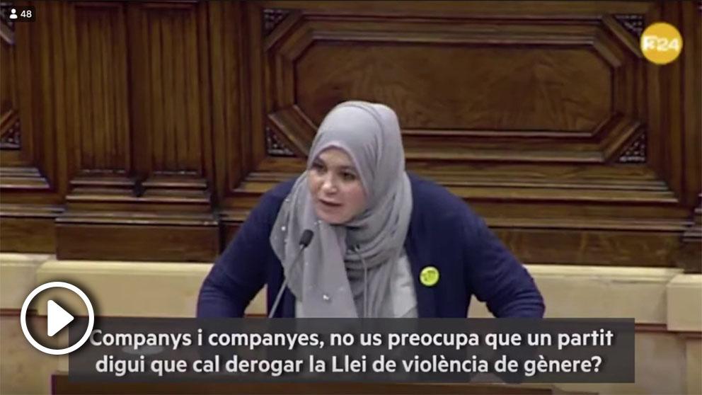 """Najat Driouech, diputada de ERC en el Parlament de Cataluña y primera parlamentaria musulmana en entrar en la cámara catalana, llama """"machista"""" a VOX"""
