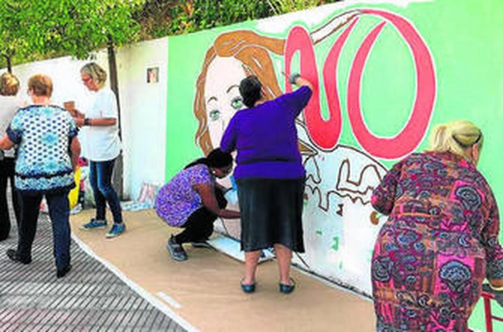 Páginas Violeta impulsa un mural para clamar contra la violencia machista en Jerez