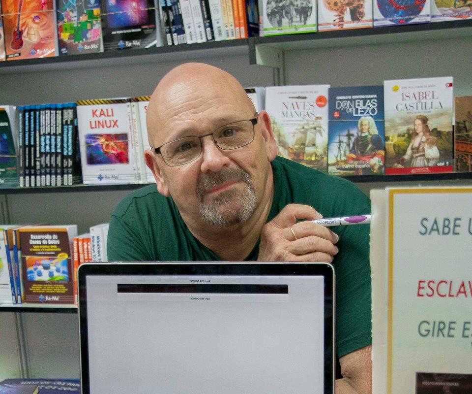 Rodolfo Arévalo en la última Feria del Libro