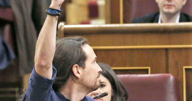 Unos juraron defender la unidad de España, y otros debieron jurar