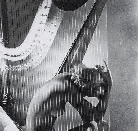 lisa-con-harpa