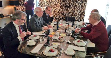 Josep Borrel: Con   @georgesoros  en #Múnich, intercambiando impresiones acerca de #migración, los desafíos que enfrenta #Europa y el futuro de #África.