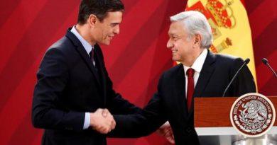 Pedro Sánchez saluda al presidente de México, Andrés Manuel López Obrador