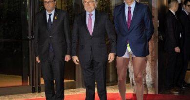 Bajada de pantalones por parte de Pedro Sánchez. Ilustración de Tano