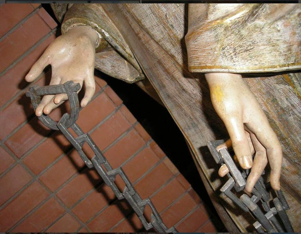El origen de las cadenas se basa en la liberación de los esclavos cristianos del norte de África