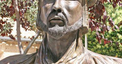 Primera medida de Vox en Cadrete: retirar la estatua de Abderramán III de la plaza de Aragón, la principal del pueblo
