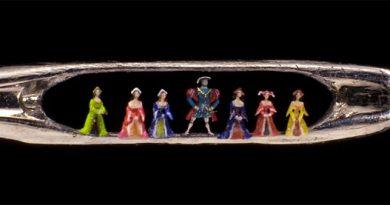 Willard Wigan crea esculturas sorprendentes que caben dentro del ojo de una aguja. De hecho, son tan pequeñas que para poder apreciarlas es necesario usar un microscopio.