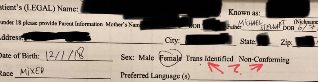 La niña tiene cinco DÍAS y el pediatra ya pregunta si es trans... Mañana les van a meter las hormonas en la leche de fórmula