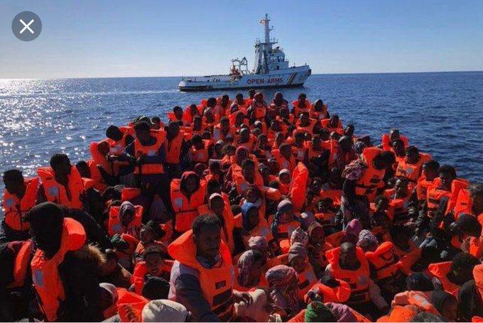 Se les puede socorrer, pero a continuación devolverlos a sus países de origen salvo que estén en peligro por persecución política o guerras