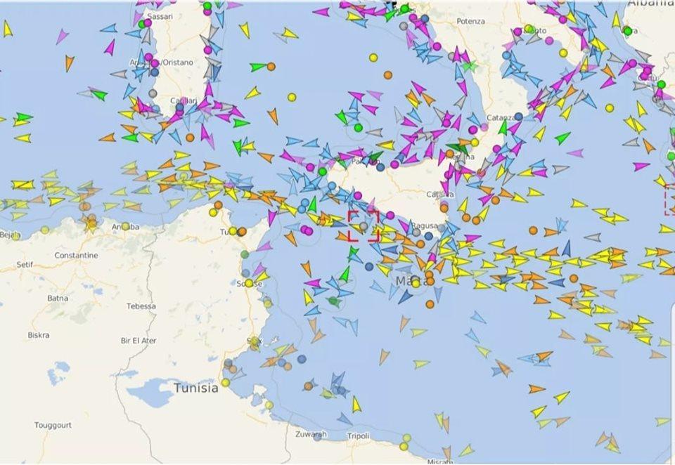 Imagen con los barcos que a diario navegan por el Mare Nostrum