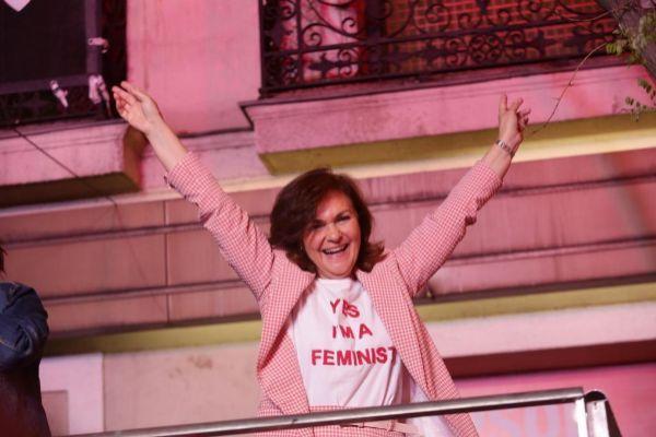 La Calvo tan feminista ella  ante Irán se doblega...