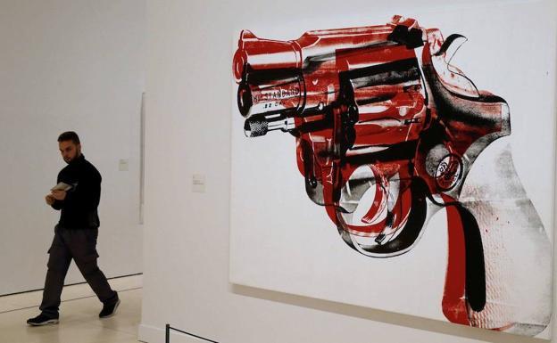 Las famosas pistolas de Warhol llevaqn en exposici´pon más de veinte años