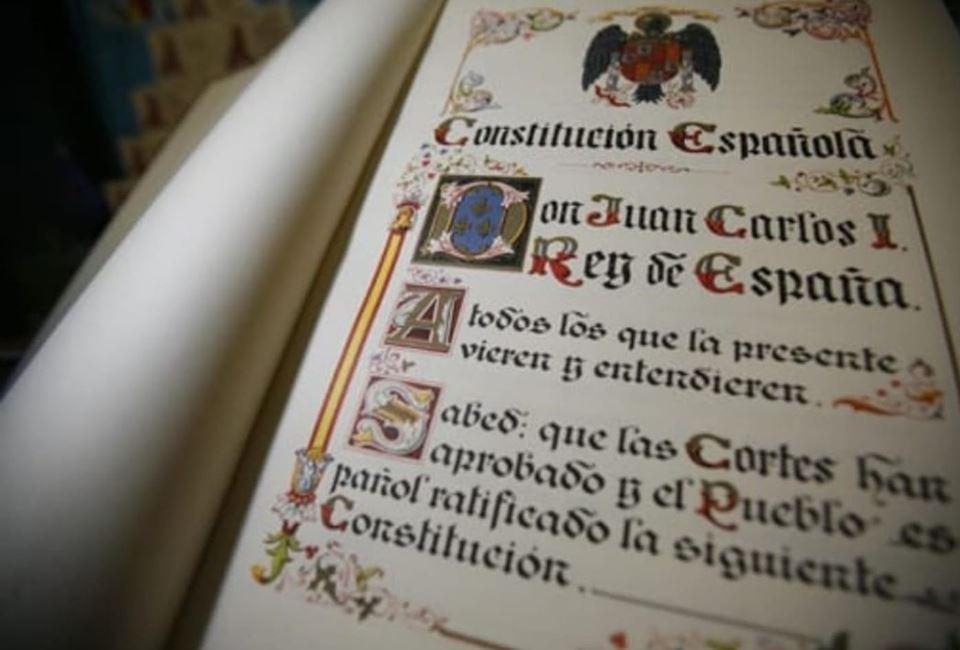 El águila de San Juan encabeza la Constitución española