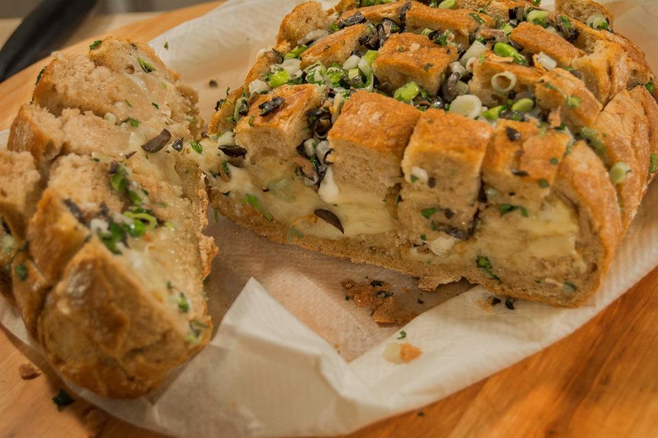 Pan relleno con sabor mediterráneo. Fotografía de Rodolfo Arévalo