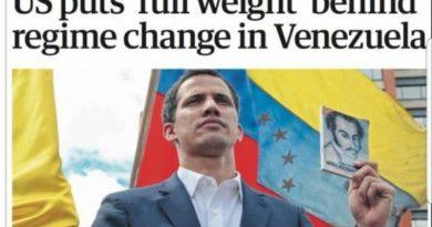 Guaidó esgrime en Londres un libro con la imagen de Bolívar en la portada, el traidor genocida que vendió Venezuela a Inglaterra además de relagarle Panamá.
