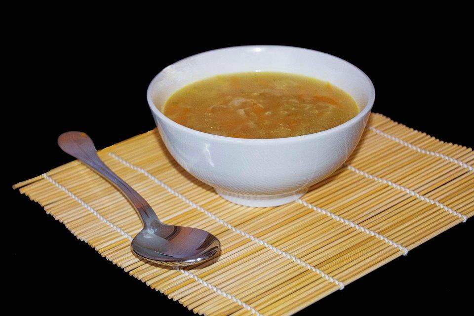Receta fácil de sopa de verduras con cerveza. Realización y fotografía de Rodolfo Arévalo