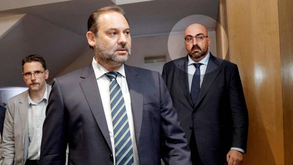 José Luis Ábalos (c) y Koldo García. (EFE)