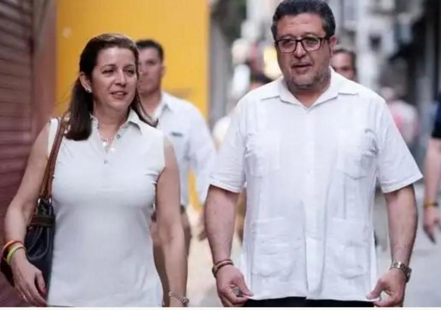 La diputada andaiuza de Vox María José Piñero junto a Francisco Serrano en una imagen de archivo de EFE