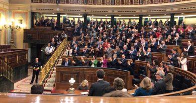 """Pablo Iglesias dirige el aplauso entusiasta  de toda la extrema izquierda a la portavoz de Bildu tras sus ataques a nuestra democracia y libertad ... y toda la bancada socialista se suma al aplauso, por su """"la libertad de expresión"""""""