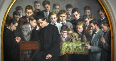 En España disfrutamos en los balcones mientras vemos por televisión el sufrimiento de los demás. En la imagen el primero oratorio de Don Bosco.  Foto: Antonio Lutiane.