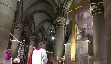 En nombre de la Virgen María y de su hijo, Jesucristo pedimos el Nobel de la Paz al personal médico.
