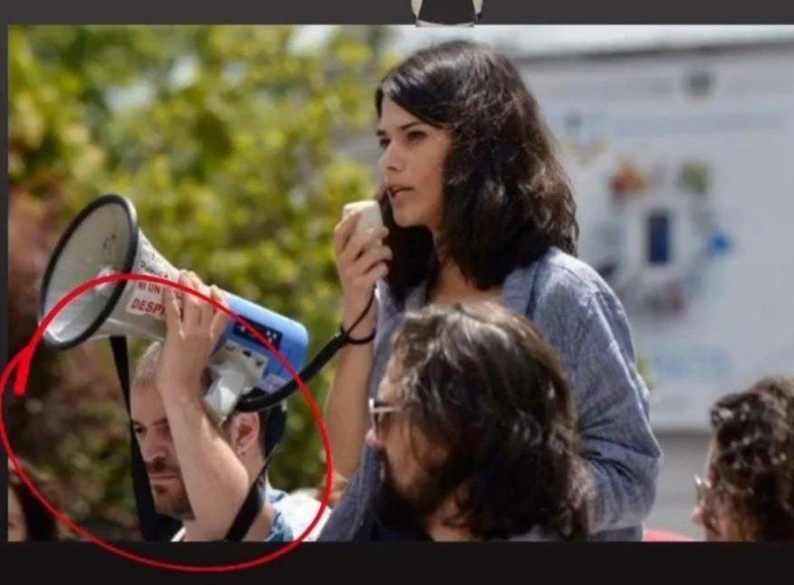 Si no es el enfermero de la TVE de Podemos y Fortes que se queja de los falsos recortes es el doble que le sujeta el megáfono a la condenada Isa Serra.