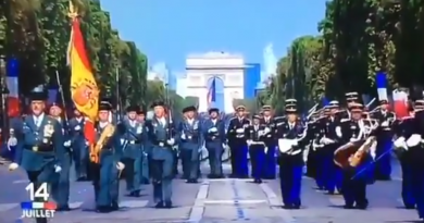 La Guardia Civil desfila en Paris