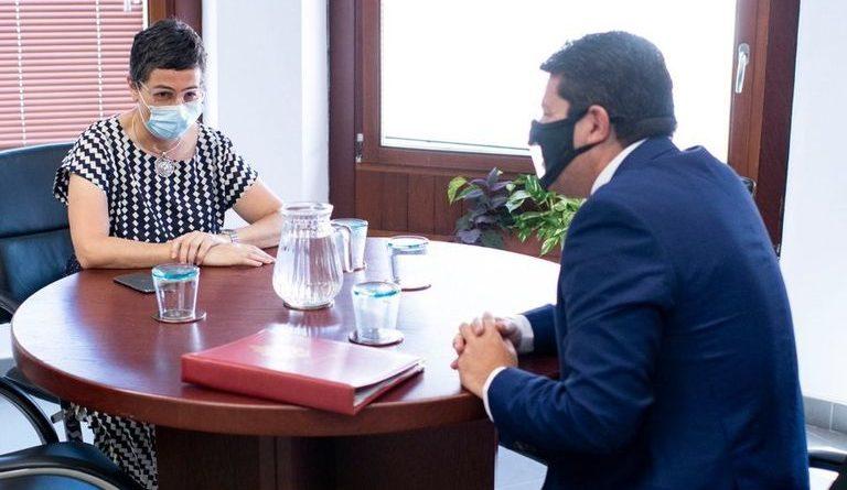La ministra González Laya tiene una reunión bilateral con Fabián Picardo