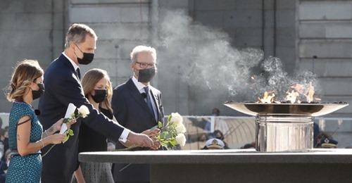 En apoyo de Su Majestad el Rey Don Felipe VI, firme su libro de visitas
