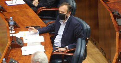 """Dimite el consejero Alberto Reyero apelando a la """"unidad de las instituciones"""" para luchar contra el virus"""