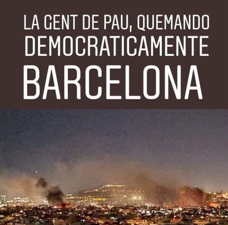 La gente de paz quemando democráticamente Barcelona
