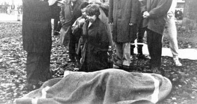 A los pocos minutos de cometerse el asesinato, la mujer del general, María Luisa Ayuso, y varios hijos del matrimonio, llegaron al lugar del crimen