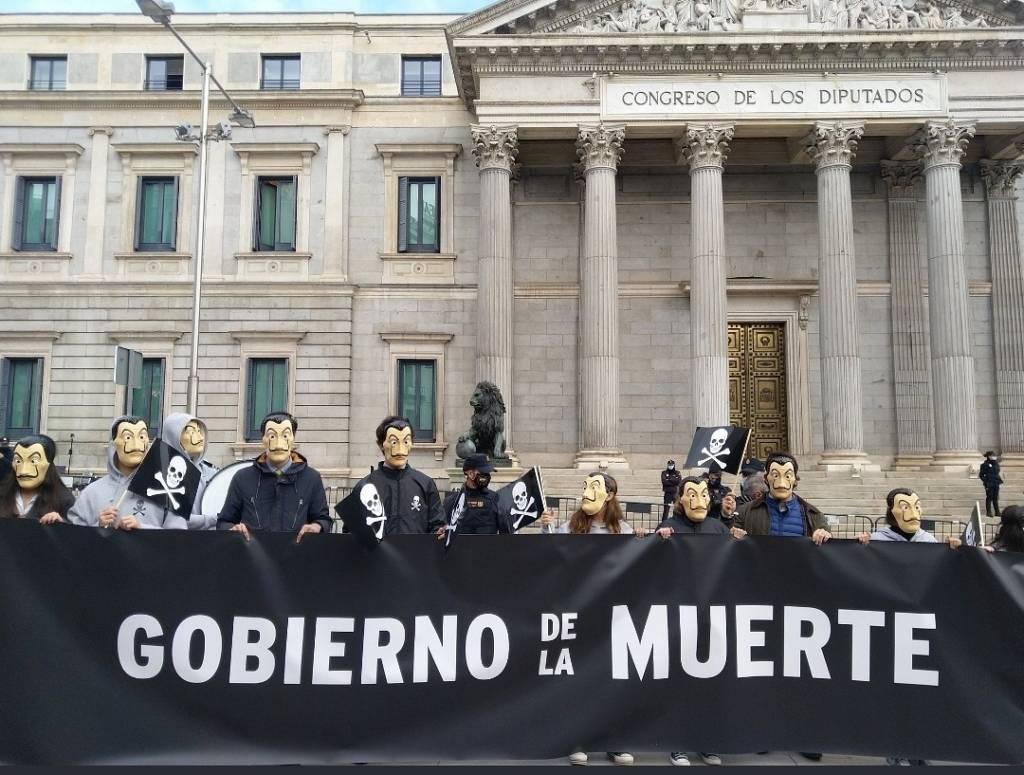 La sociedad civil se defiende ante los ataques furibundos de la clase política