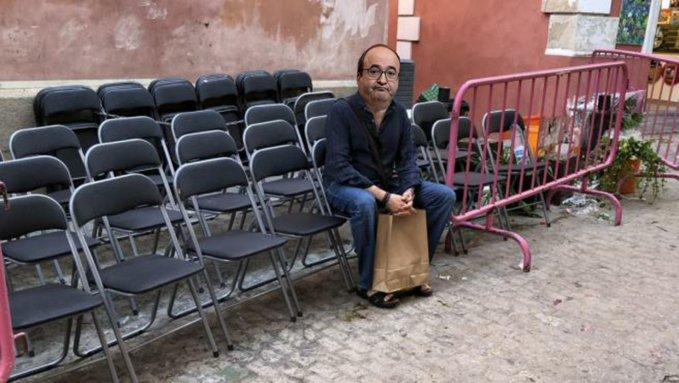 Miquel Iceta estudia aceptar la cartera de Sanidad. Solo tiene estudios de bachillerato, pero labia para parar un AVE... Tuit de Diego de Torres
