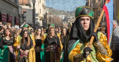 Desfile-de-moros-y-cristianos-el-Día-de-la-Toma-de-Granada