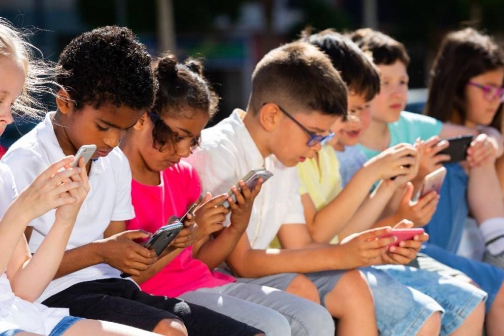 Las pantallas, ¿progenitoras de cretinos digitales?