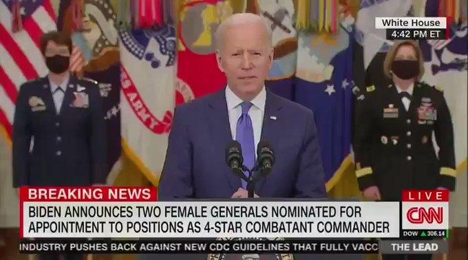 """A Biden se le """"olvida"""" el nombre del Secretario de Defensa, Lloyd Austin, e incluso el del Pentágono. Tuit de Tony73"""