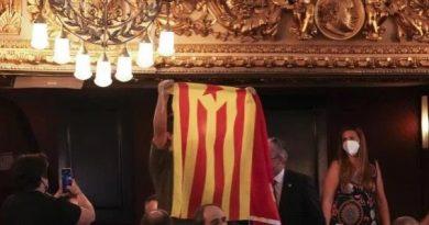 A Sánchez le escupen en la cara y le da igual con tal de seguir en Moncloa. Tuit de Lna Tabernaria