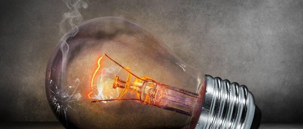 Hoy a las ocho de la tarde deberíamos apagar todas las luces y aparatos eléctricos