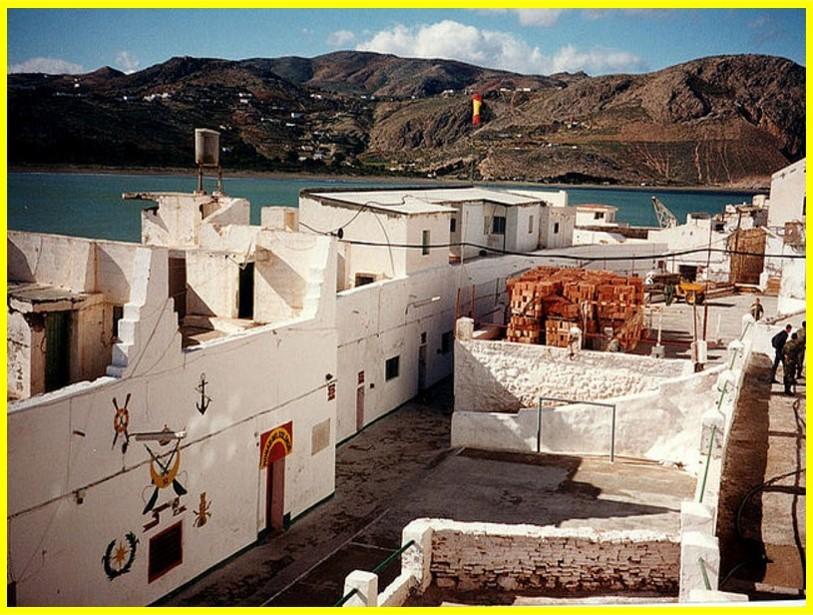 Instalaciones y viviendas en el Peñón