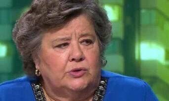 Cristina Almeida muestra públicamente sus simpatías hacia el régimen genocida cubano. Tuit de El Aguijón