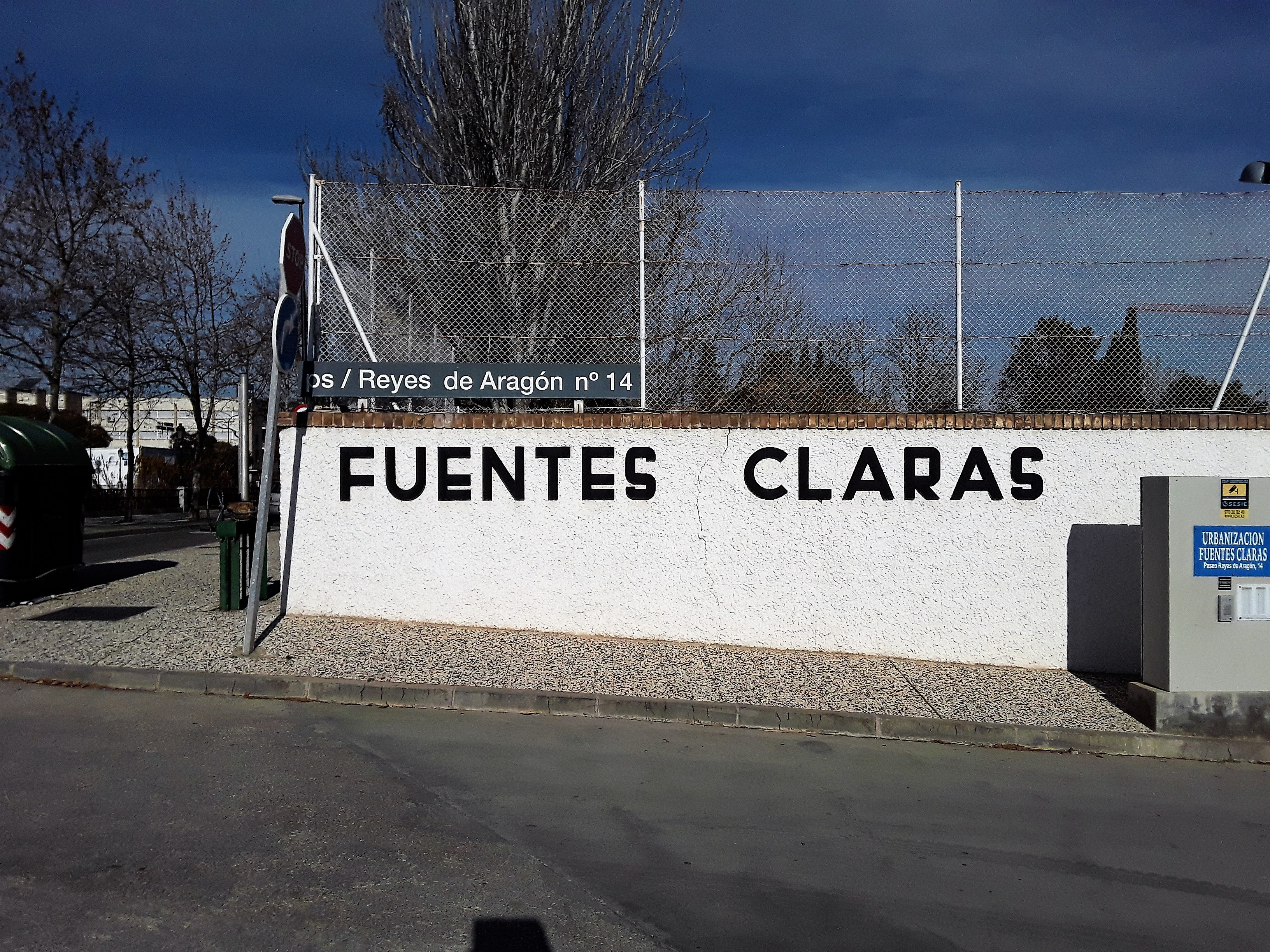 """Moderno adosado Urb Fuentes Claras <span class=""""calle"""">Paseo Reyes de Aragon (Urb Fuentes Claras)</span>"""