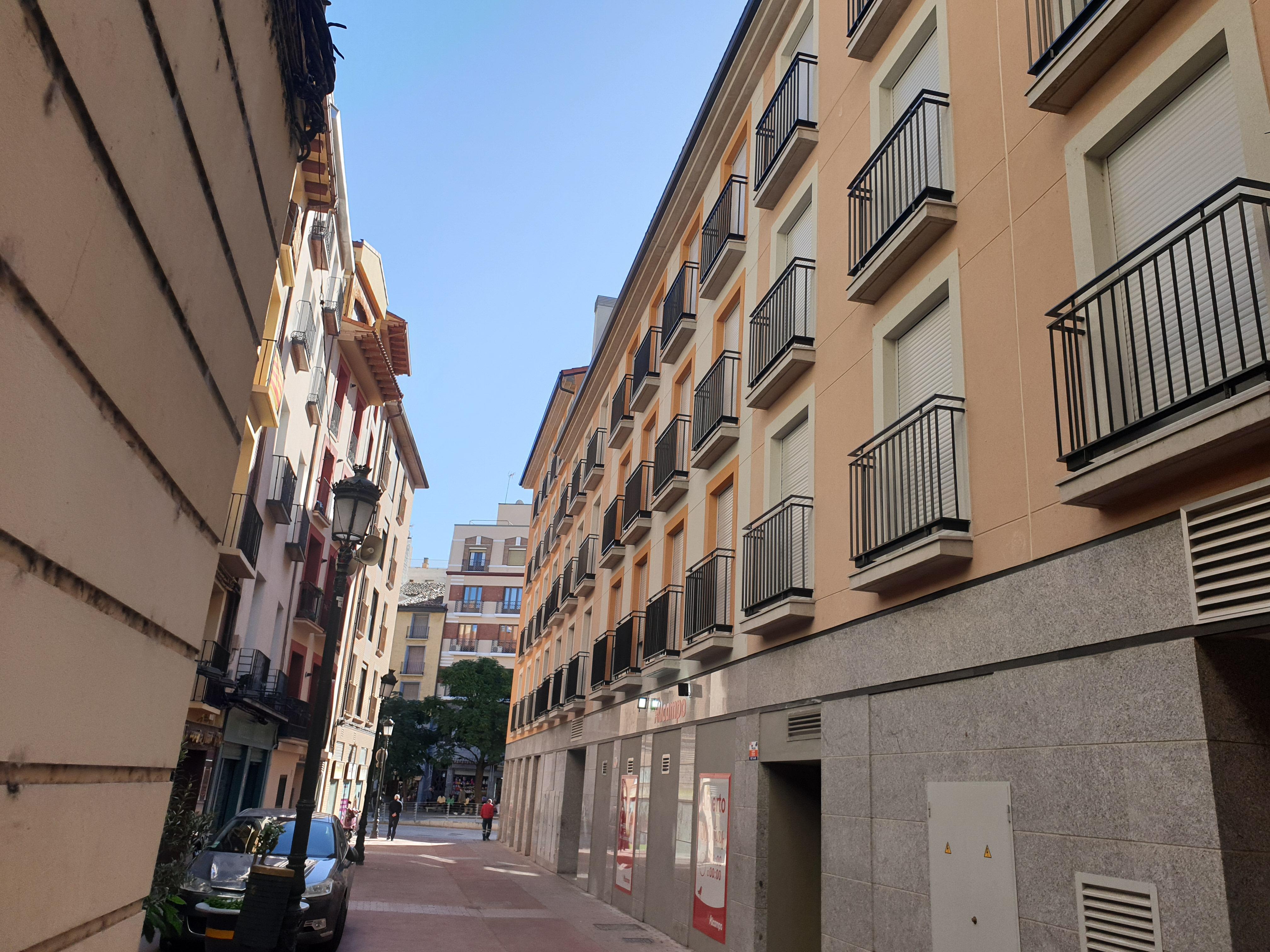 """Cesar Augusto, céntrico apartamento <span class=""""calle"""">calle San Pablo</span>"""
