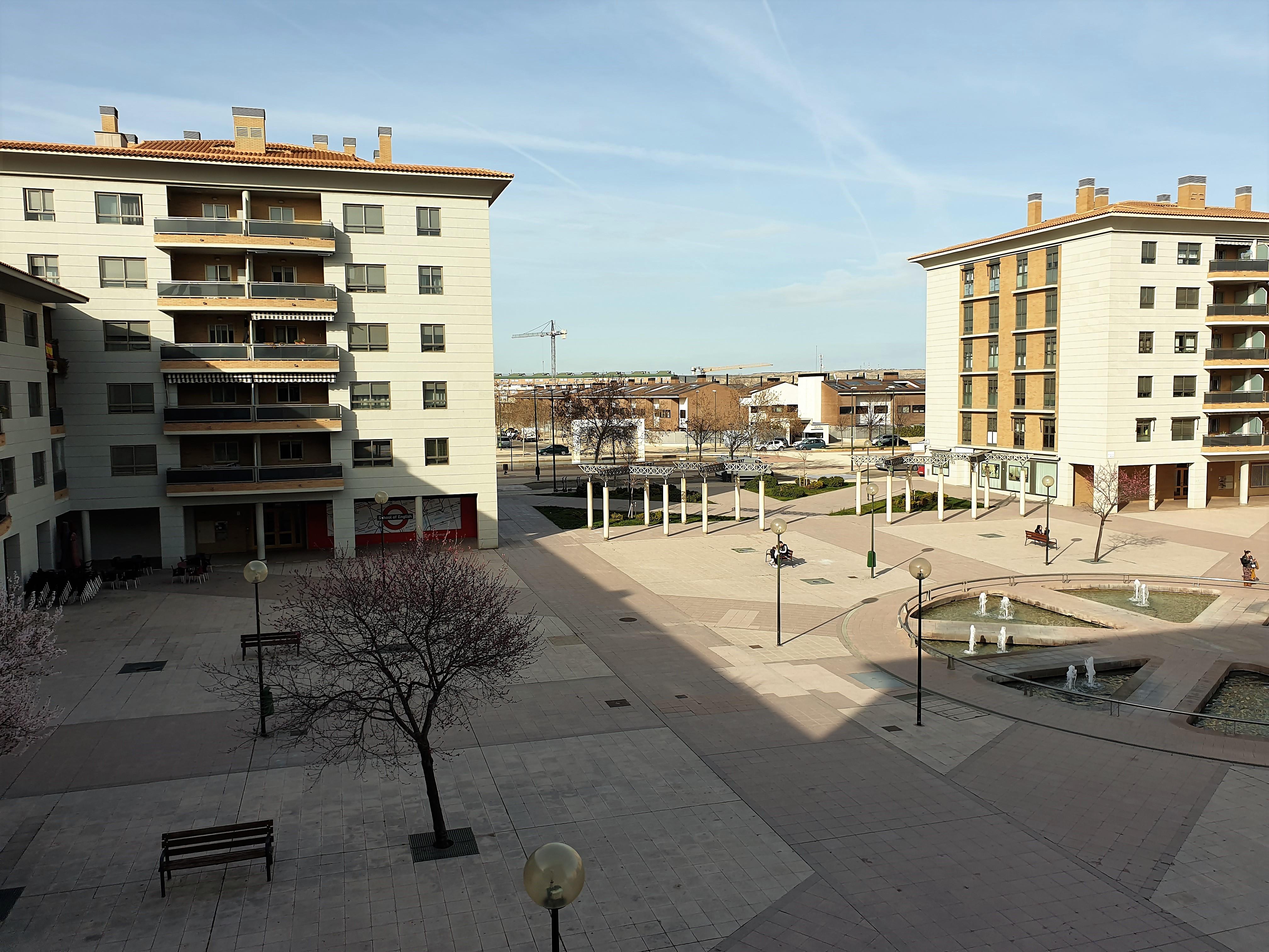 """Piso en alquiler en Miralbueno <span class=""""calle"""">Plaza Lagos Azules</span>"""